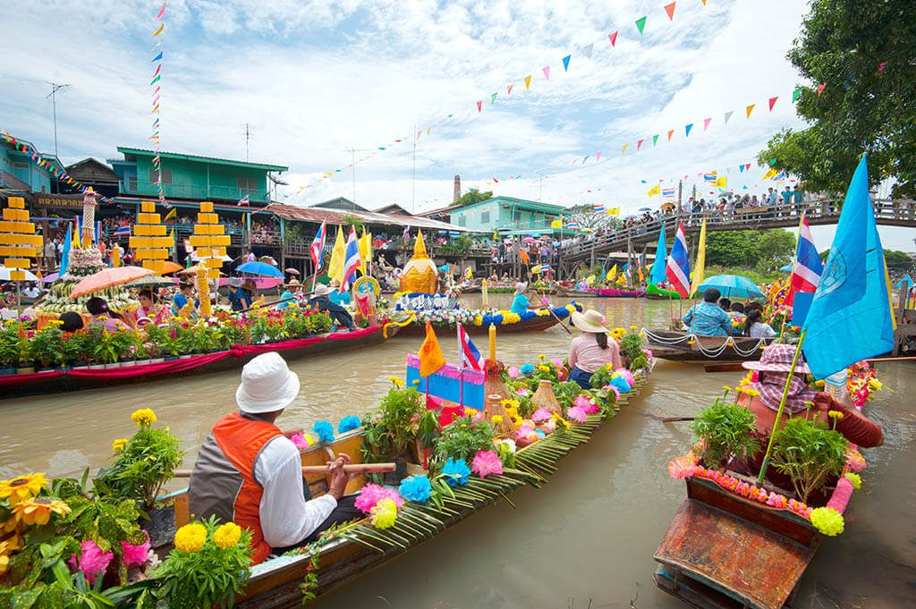 Thailands floating markets