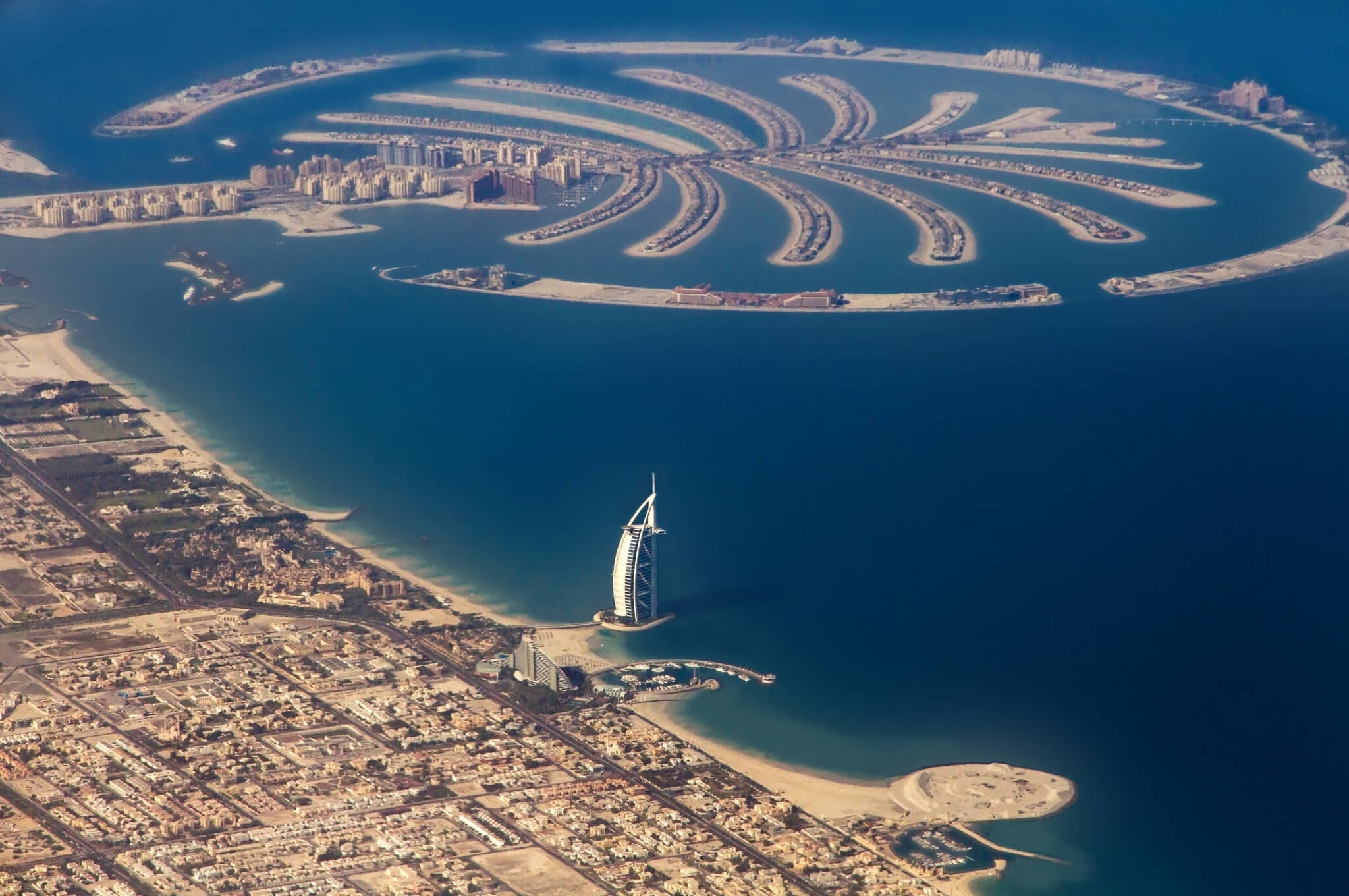 10 amazing man made wonders youve got to see in your lifetime the palm and world map islands dubai gumiabroncs Gallery